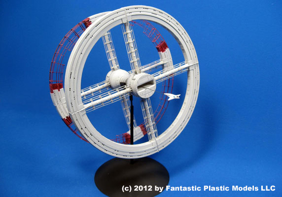 Space Station V - Fantastic Plastic - Photo 1
