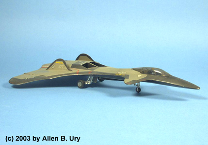 Monogram F-19 Stealth Fighter - 2